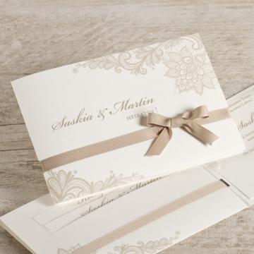 Elegante cremefarbene Hochzeitseinladung