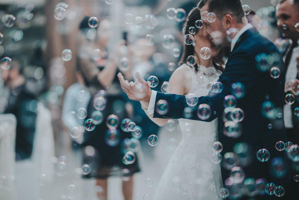Hochzeitsetikette für das Brautspaar und Hochzeitsgäste