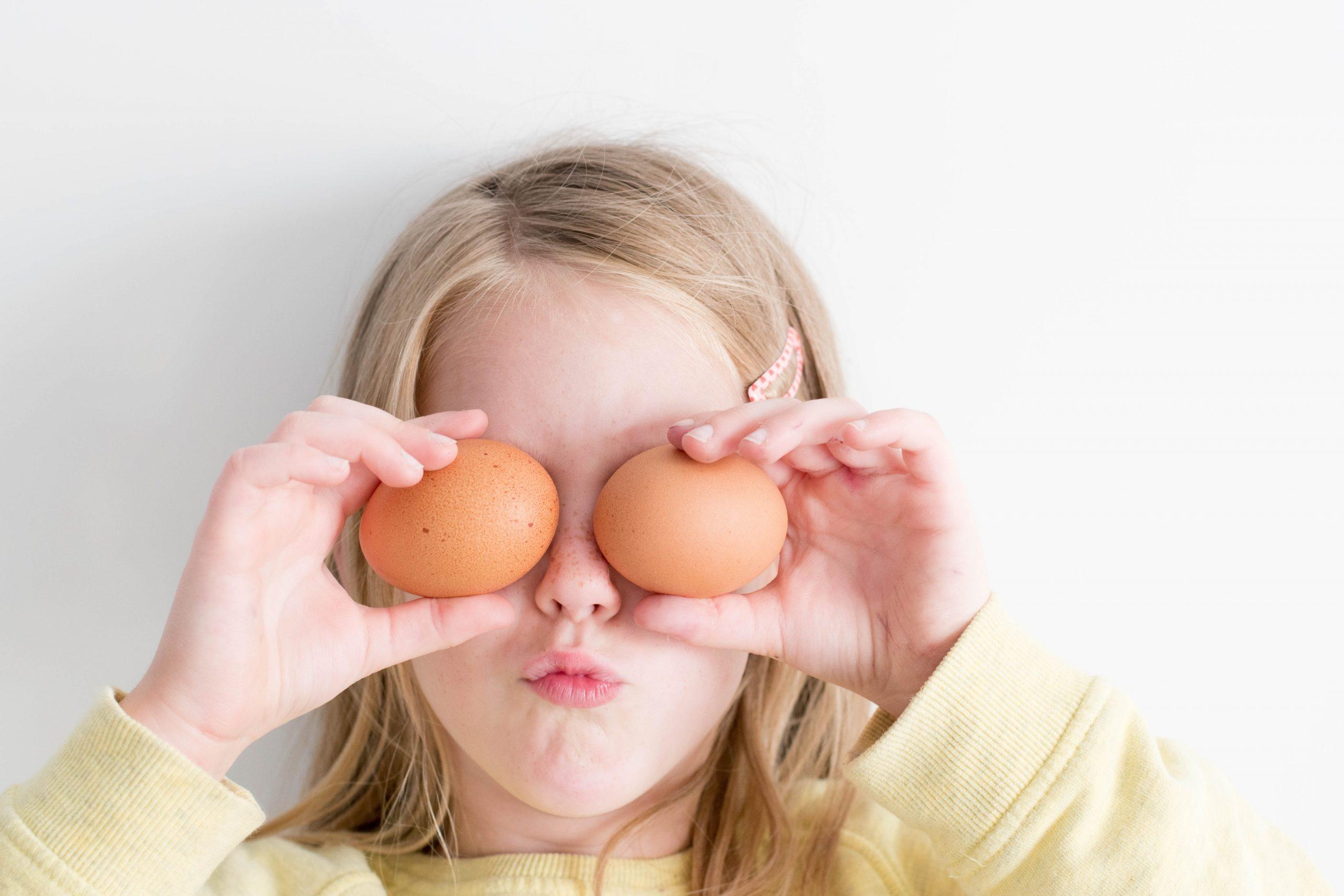 Mädchen mit Eiern