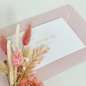 Trockenblumen als Accessoire für Hochzeit-Papeterie